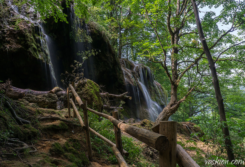 Водопад Варовитец
